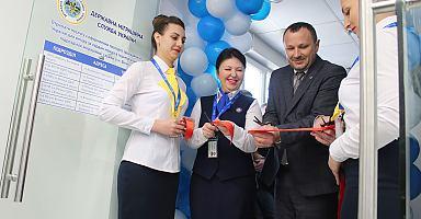 Оновлений «Паспортний сервіс» у Вінниці вперший день своєї роботи оформив 160 закордонних паспортів тадві ID-картки